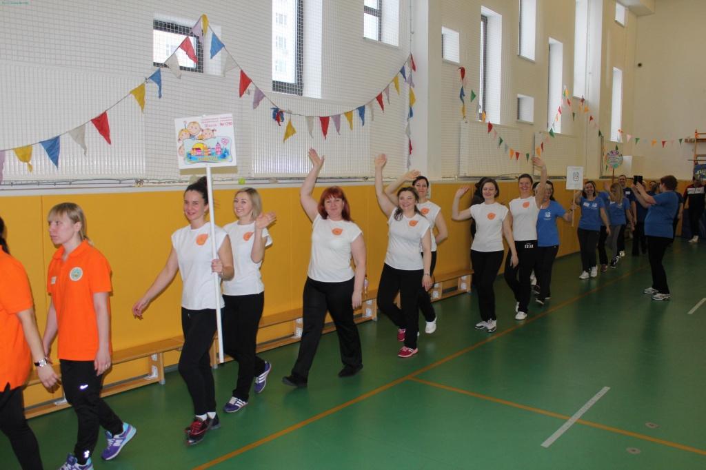 Педагоги детских садов в Измайлове показали свою физическую подготовку