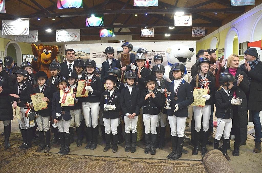 В КСК «Измайлово» наградили чемпионов пони-спорта