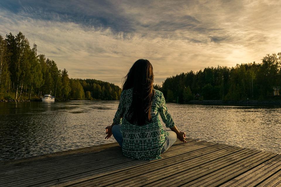 В Измайловском парке для жителей проводят медитации