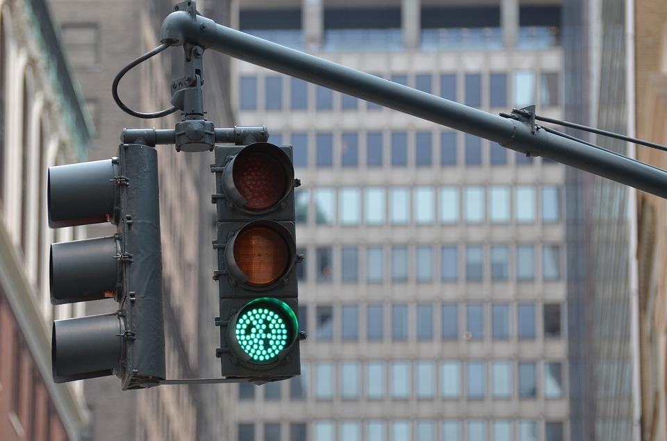 Время ожидания зеленого сигнала сократили на светофорах