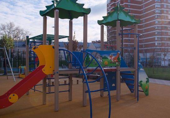 Детскую площадку отремонтируют по гарантии на Первомайской улице