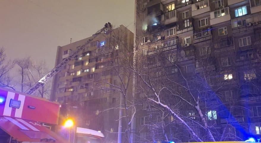 Пожарные ВАО спасли 19 человек при тушении возгорания 4 января